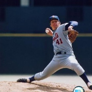Tom Seaver - Ball in hand Sports Photo