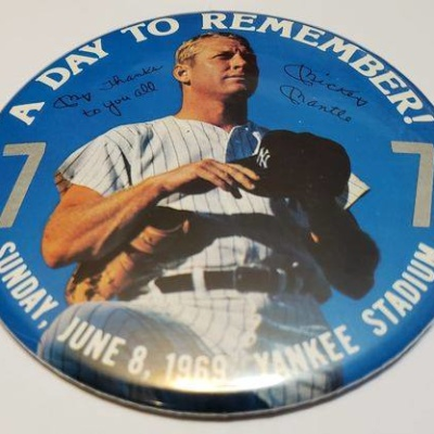 MICKEY MANTLE BUTTON